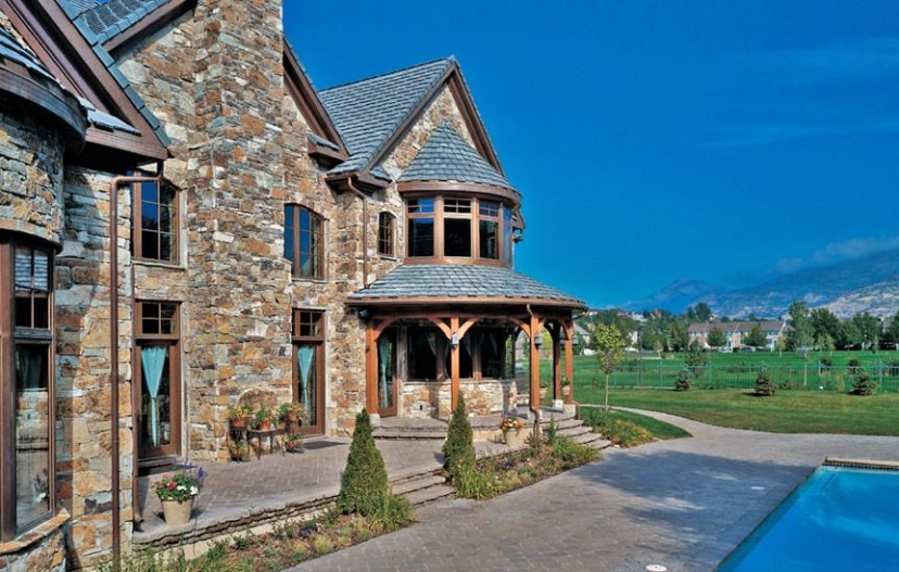 stonework-in-a-Mediterranean-inspired-home