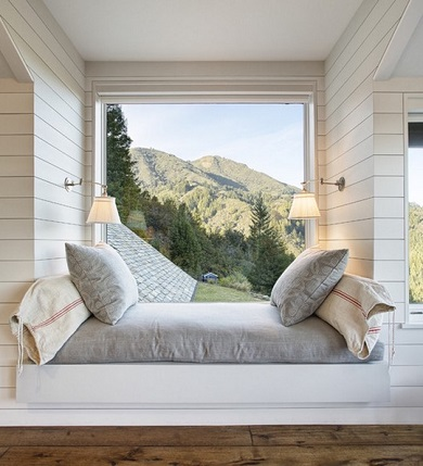 Mountain-lodge-window-reading-nook-by-Architects-Building-Designers